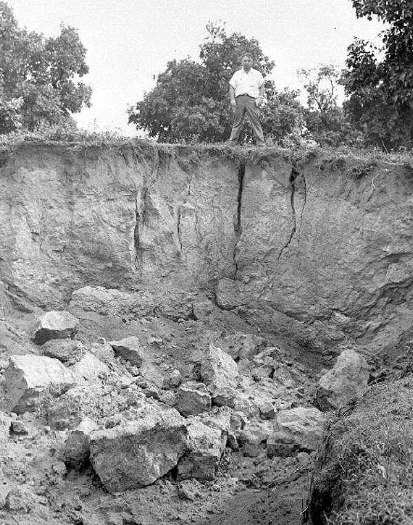PHOTO: State Archives of Florida /Sinkhole in Bartow