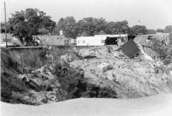 PHOTO: State Archives of Florida /Sinkhole in Winter Park Florida 1981